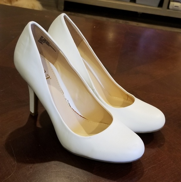 a.n.a Shoes   White Round Toe Heels